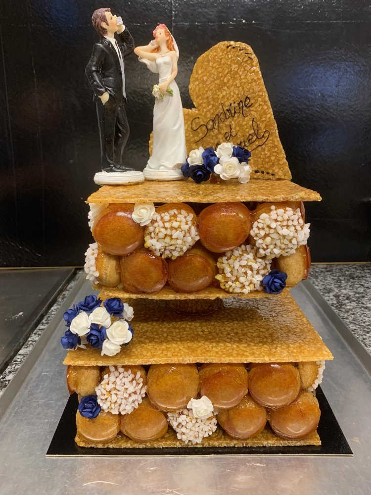 Pièce montée mariage - choux vanille, caramel, nougatine.
