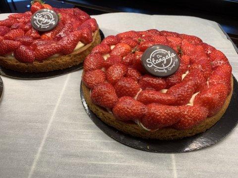 Tartes aux fraises - fond sablé - crème mousseline - fraises locales