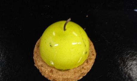 Préparation pomme - caramel sur sablé spéculos